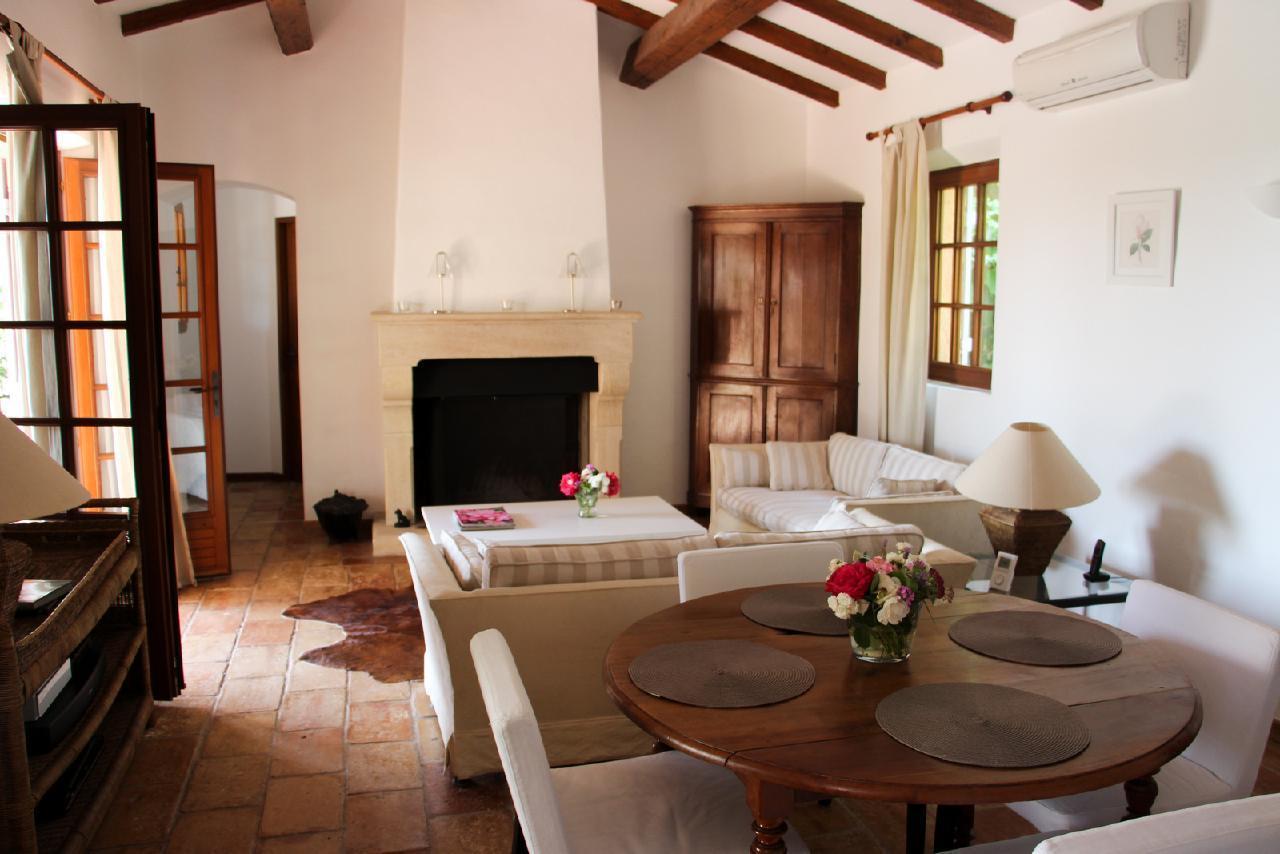 Ferienhaus Charmante Villa mit Pool und drei Schlafzimmern auf Golfplatz in Strandnähe (2060653), Saint Raphaël, Côte d'Azur, Provence - Alpen - Côte d'Azur, Frankreich, Bild 3