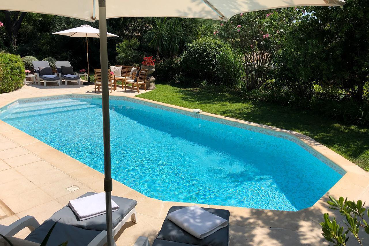 Ferienhaus Charmante Villa mit Pool und drei Schlafzimmern auf Golfplatz in Strandnähe (2060653), Saint Raphaël, Côte d'Azur, Provence - Alpen - Côte d'Azur, Frankreich, Bild 7