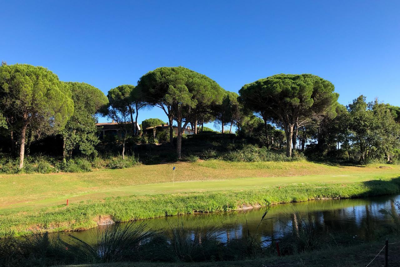 Ferienhaus Charmante Villa mit Pool und drei Schlafzimmern auf Golfplatz in Strandnähe (2060653), Saint Raphaël, Côte d'Azur, Provence - Alpen - Côte d'Azur, Frankreich, Bild 31