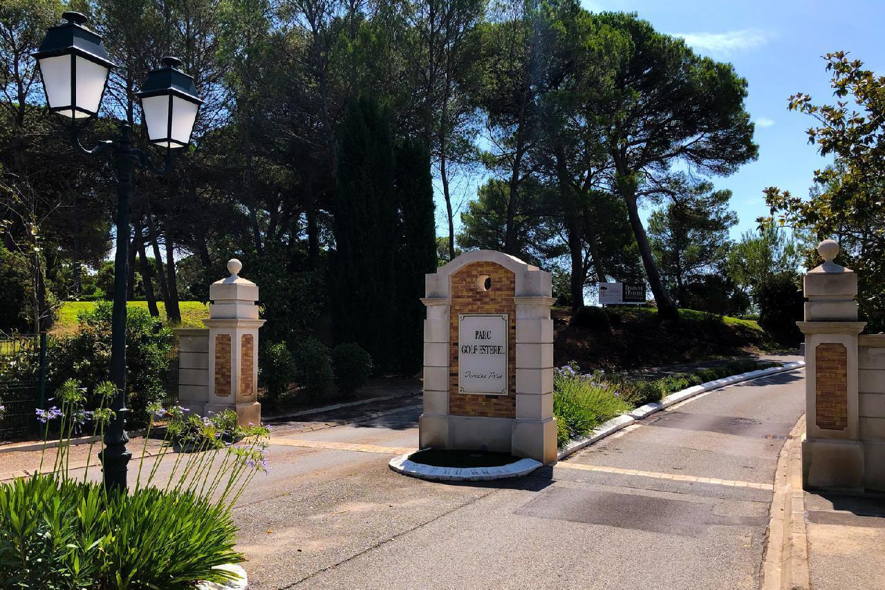 Ferienhaus Charmante Villa mit Pool und drei Schlafzimmern auf Golfplatz in Strandnähe (2060653), Saint Raphaël, Côte d'Azur, Provence - Alpen - Côte d'Azur, Frankreich, Bild 30