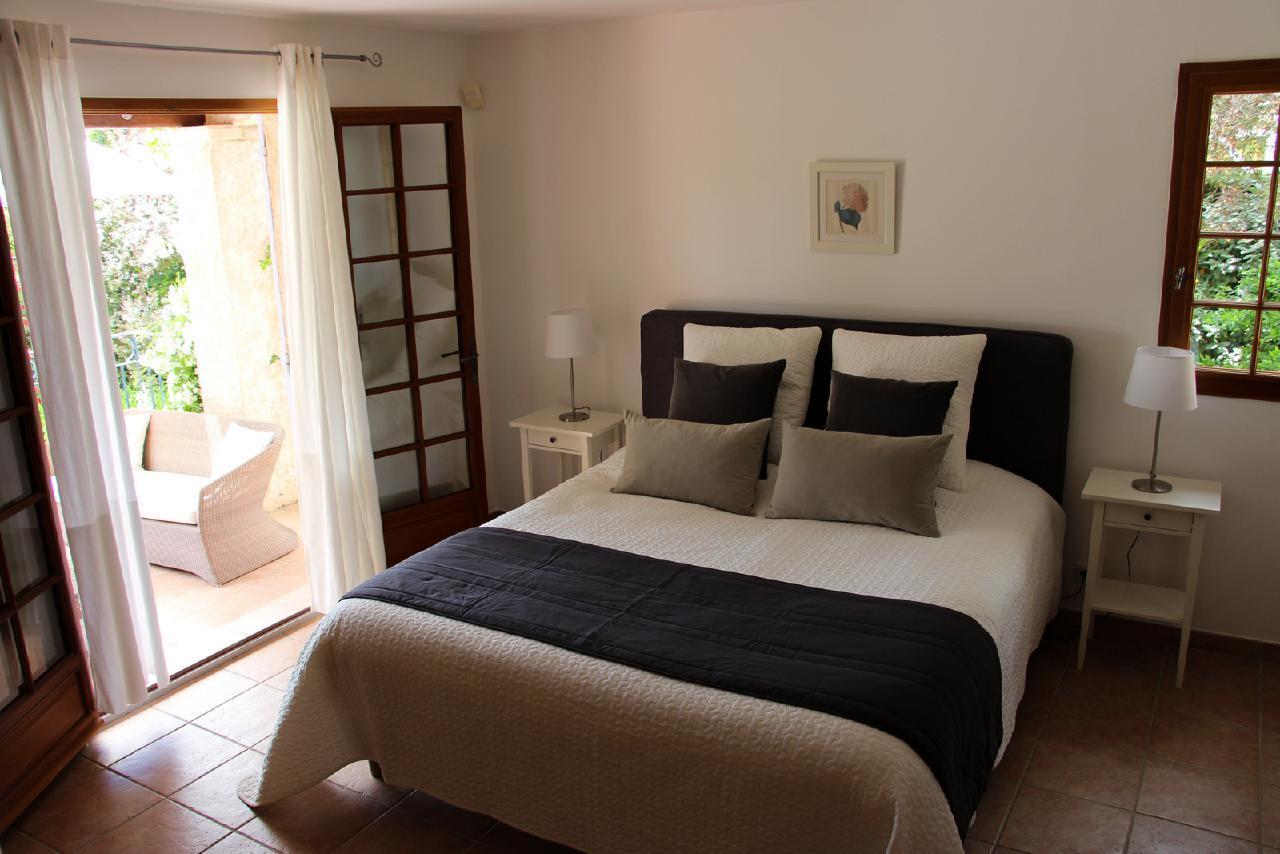 Ferienhaus Charmante Villa mit Pool und drei Schlafzimmern auf Golfplatz in Strandnähe (2060653), Saint Raphaël, Côte d'Azur, Provence - Alpen - Côte d'Azur, Frankreich, Bild 15