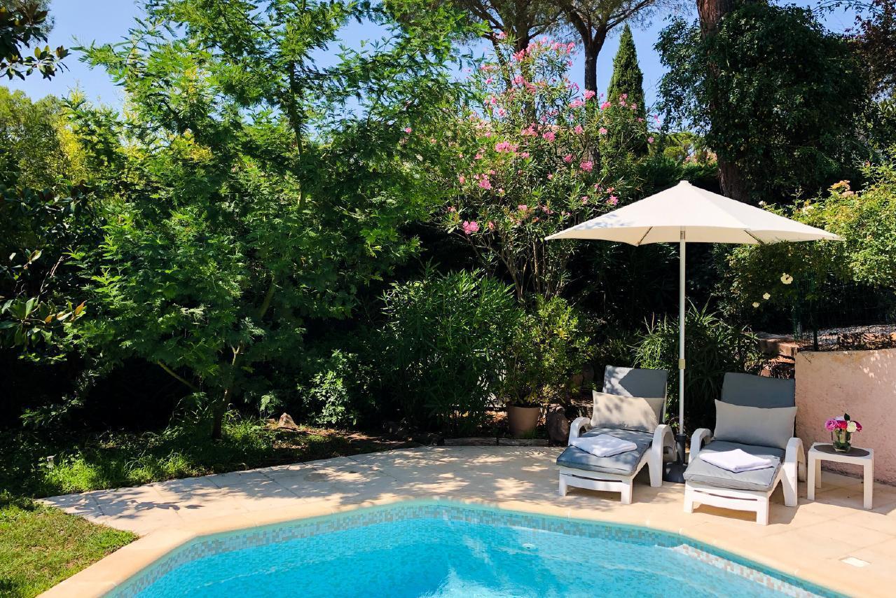 Ferienhaus Charmante Villa mit Pool und drei Schlafzimmern auf Golfplatz in Strandnähe (2060653), Saint Raphaël, Côte d'Azur, Provence - Alpen - Côte d'Azur, Frankreich, Bild 12