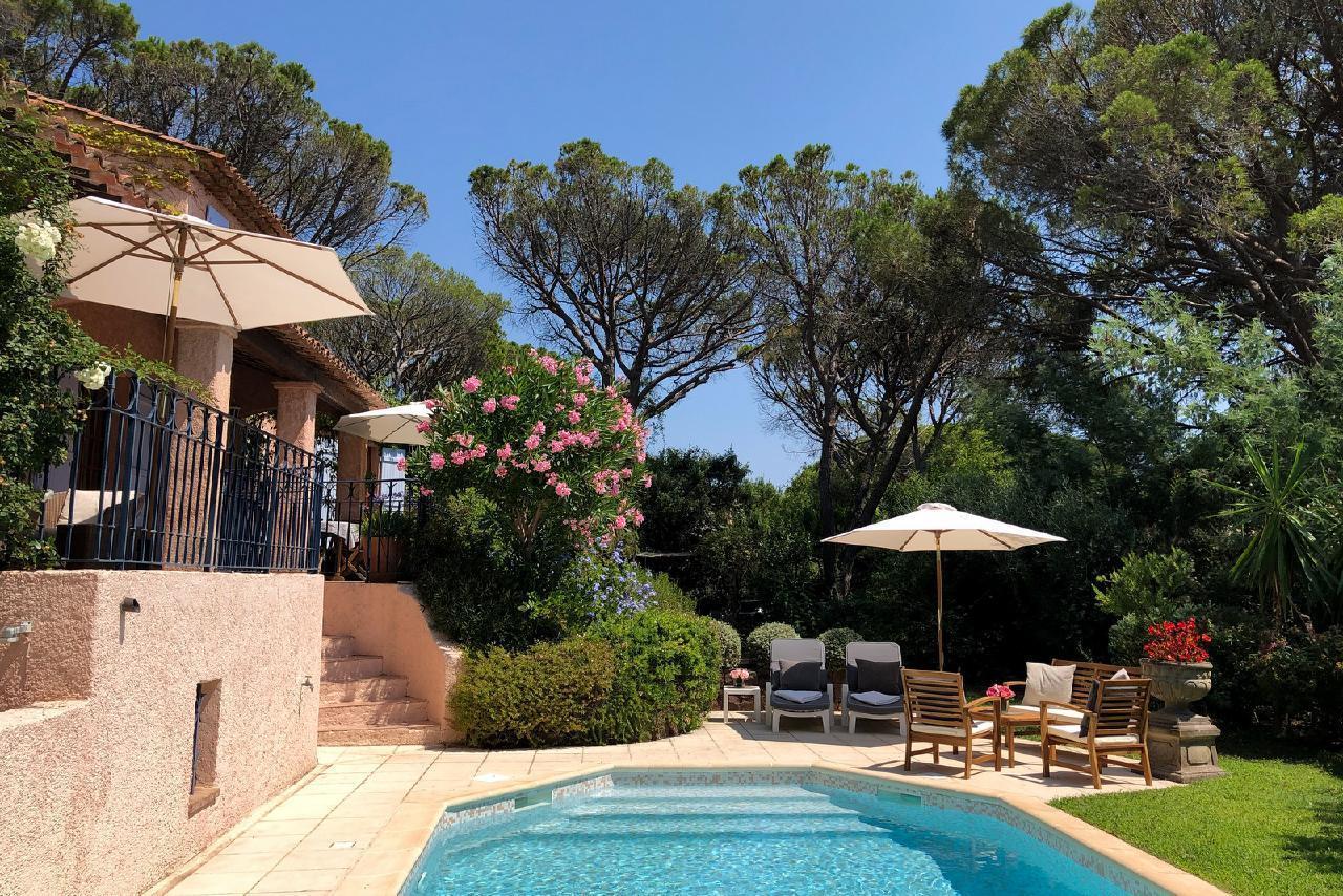 Ferienhaus Charmante Villa mit Pool und drei Schlafzimmern auf Golfplatz in Strandnähe (2060653), Saint Raphaël, Côte d'Azur, Provence - Alpen - Côte d'Azur, Frankreich, Bild 13
