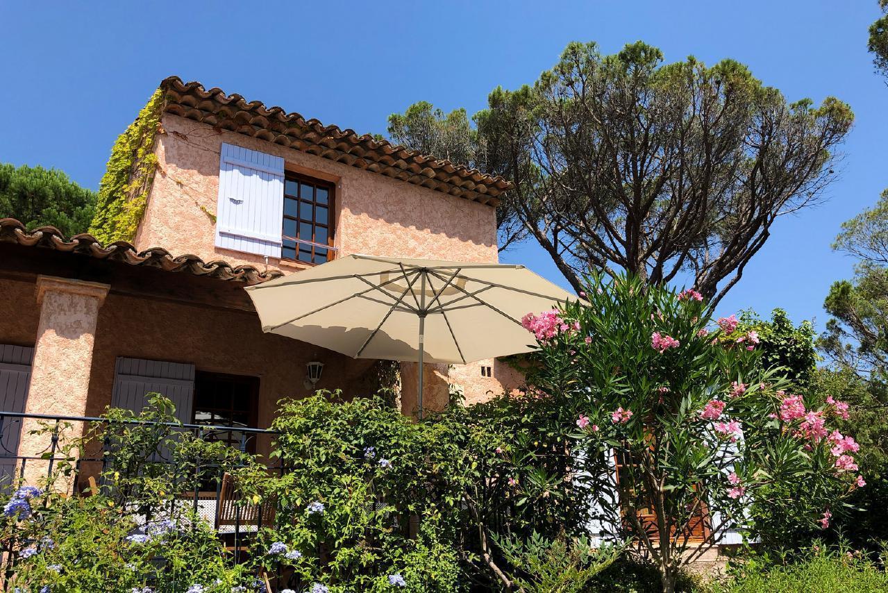 Ferienhaus Charmante Villa mit Pool und drei Schlafzimmern auf Golfplatz in Strandnähe (2060653), Saint Raphaël, Côte d'Azur, Provence - Alpen - Côte d'Azur, Frankreich, Bild 11