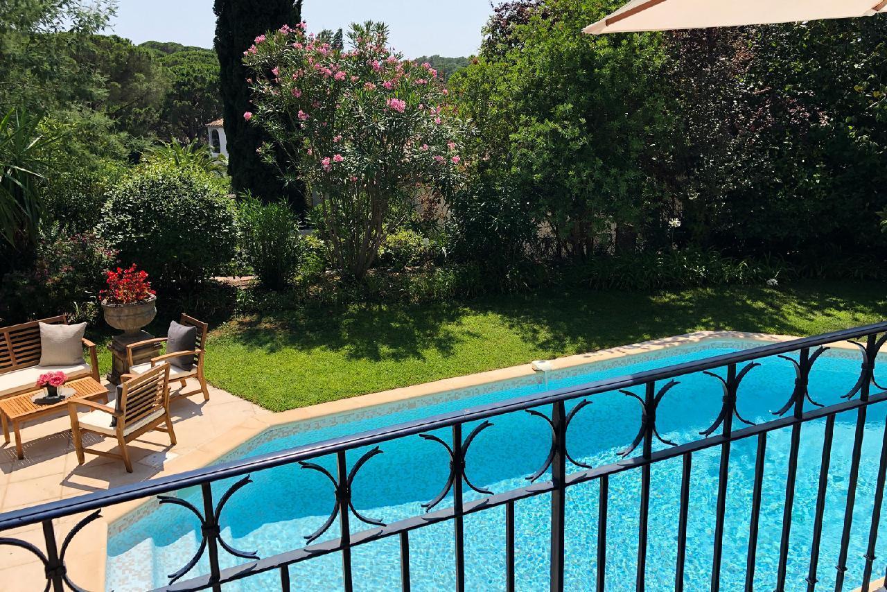 Ferienhaus Charmante Villa mit Pool und drei Schlafzimmern auf Golfplatz in Strandnähe (2060653), Saint Raphaël, Côte d'Azur, Provence - Alpen - Côte d'Azur, Frankreich, Bild 14