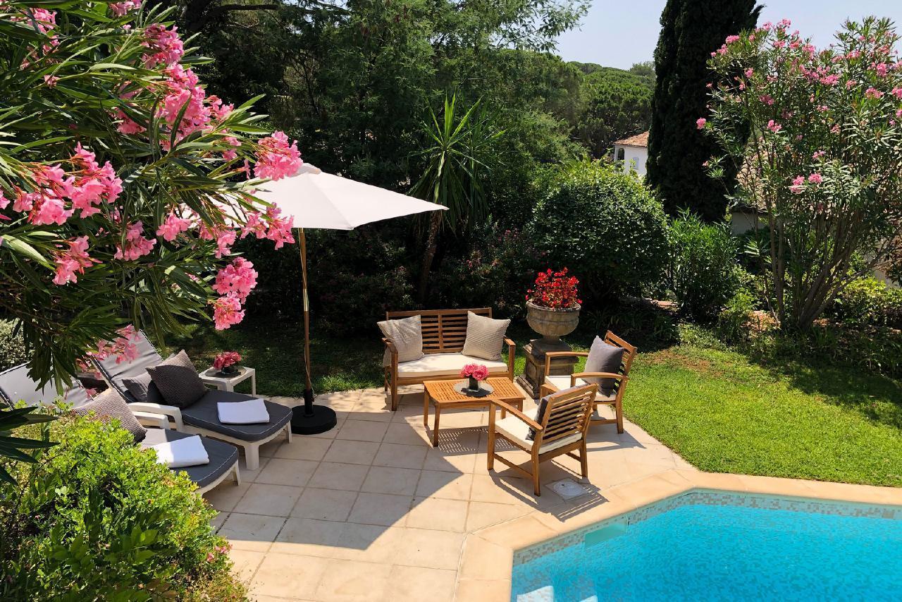 Ferienhaus Charmante Villa mit Pool und drei Schlafzimmern auf Golfplatz in Strandnähe (2060653), Saint Raphaël, Côte d'Azur, Provence - Alpen - Côte d'Azur, Frankreich, Bild 9