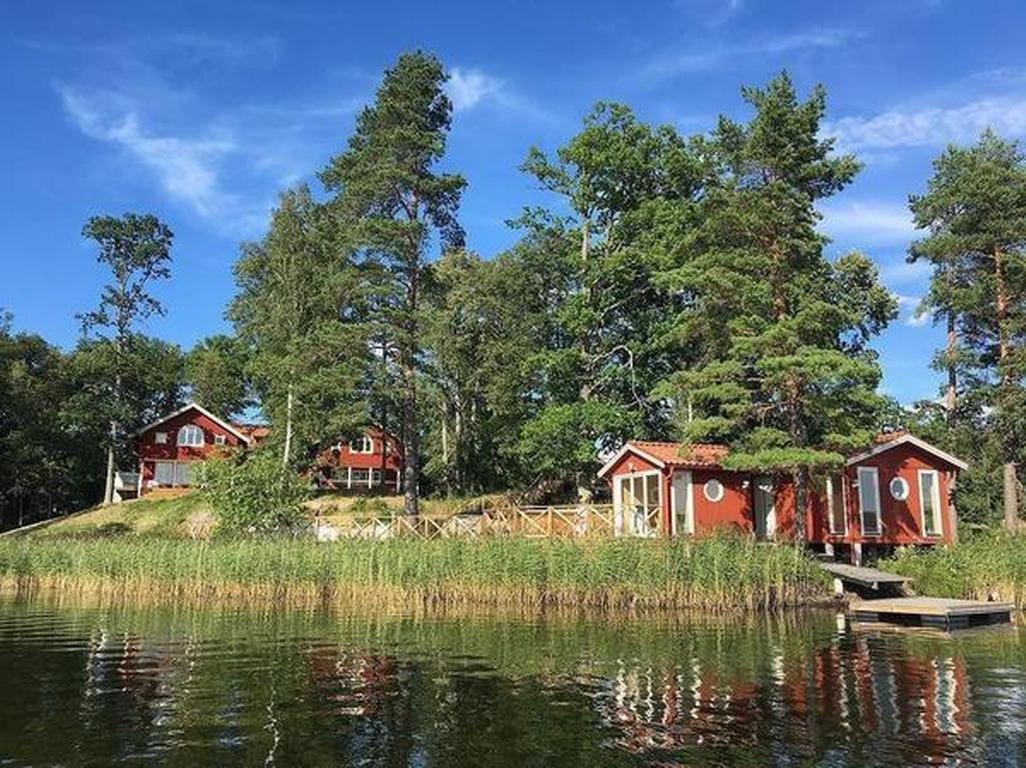 Grosses Sommerhaus direkt am See Villa