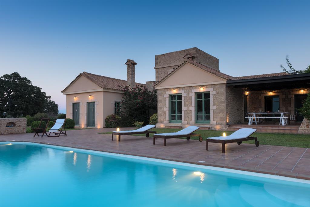 Ferienhaus Geräumiges Steinhaus mit Infinity-Pool & atemberaubender Aussicht (2185488), Githio, , Peloponnes, Griechenland, Bild 4