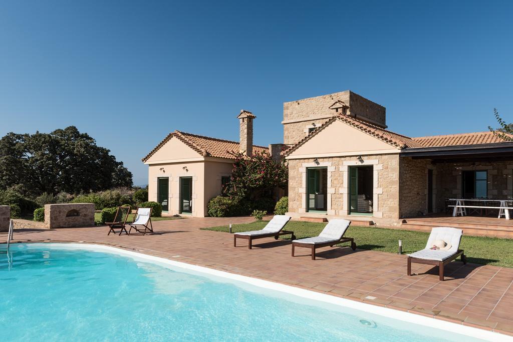 Ferienhaus Geräumiges Steinhaus mit Infinity-Pool & atemberaubender Aussicht (2185488), Githio, , Peloponnes, Griechenland, Bild 2