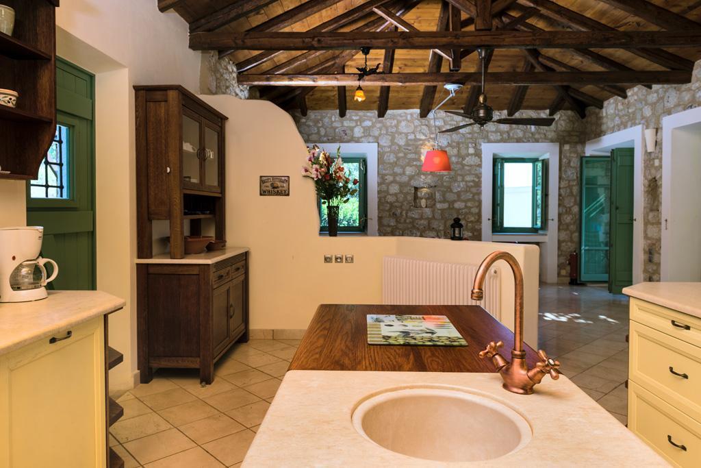 Ferienhaus Geräumiges Steinhaus mit Infinity-Pool & atemberaubender Aussicht (2185488), Githio, , Peloponnes, Griechenland, Bild 16