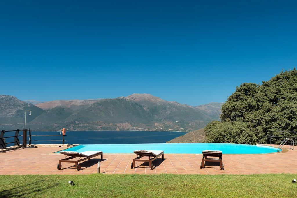 Ferienhaus Geräumiges Steinhaus mit Infinity-Pool & atemberaubender Aussicht (2185488), Githio, , Peloponnes, Griechenland, Bild 3