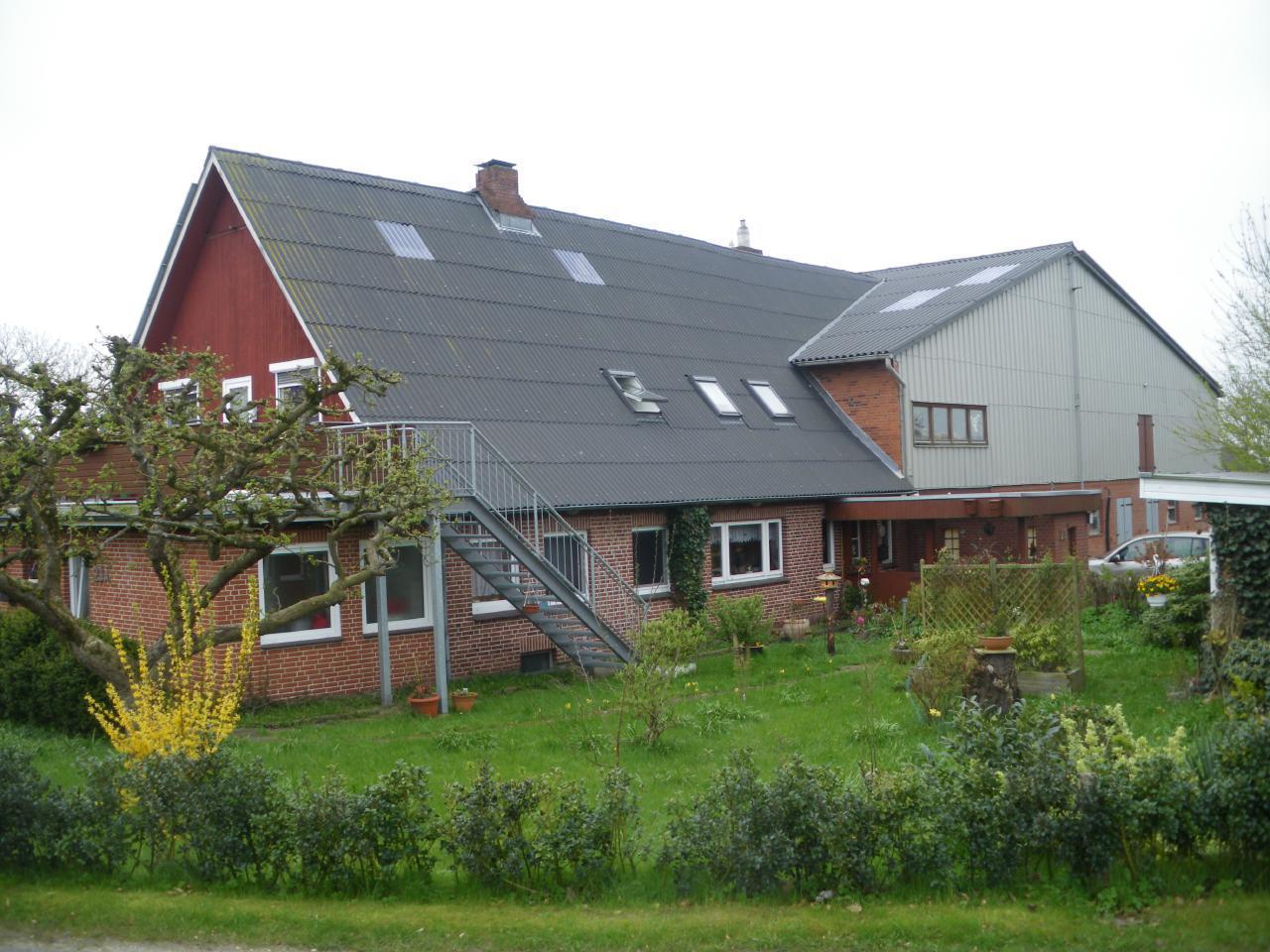 ehem. Bauernhof - Metall-Außentreppe - (1 m breit) direkt zum Balkon und somit zur FeWo