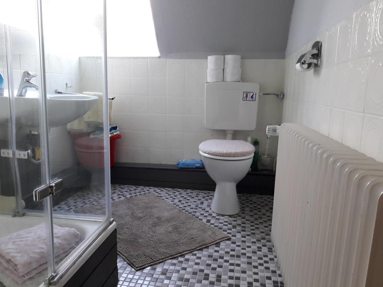WC-Dusche-Waschbecken
