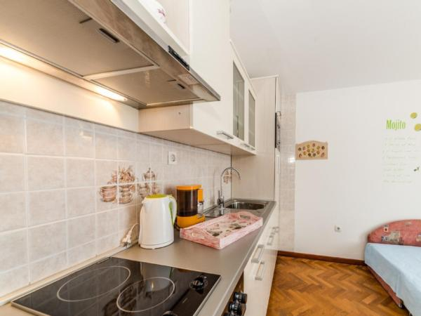 Ferienwohnung Apartment Stipe 2 + 2, nur 200 m vom Sandstrand entfernt (2319172), Privlaka, , Dalmatien, Kroatien, Bild 6