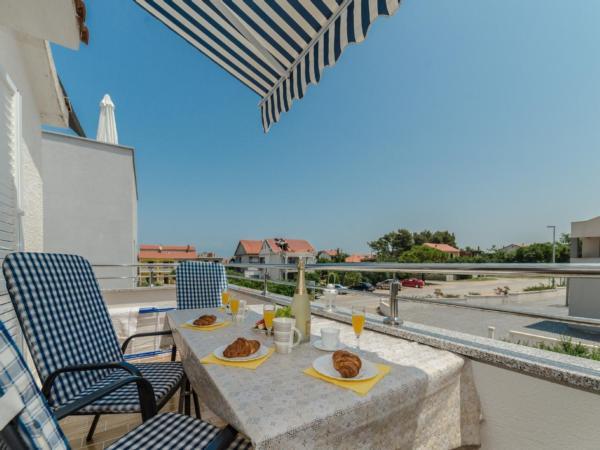 Ferienwohnung Apartment Stipe 2 + 2, nur 200 m vom Sandstrand entfernt (2319172), Privlaka, , Dalmatien, Kroatien, Bild 2
