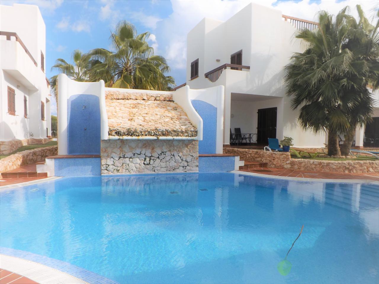 Villa mit 5 Schlafzimmern Gemeinschaftspool WLAN Klimaanlage 300m vom Strand entfernt