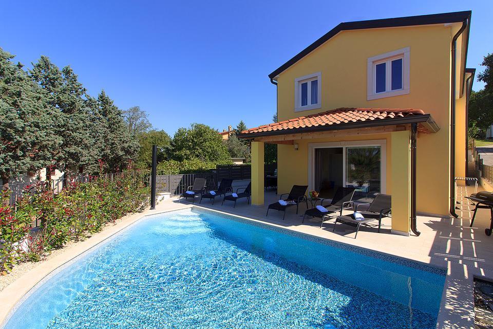 Ferienhaus Schöne neue Villa Mugeba I mit Pool, max 6 + 2 Personen, nur 2km vom Strand entfernt, nähe (2322769), Mugeba, , Istrien, Kroatien, Bild 1
