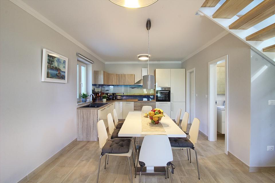 Ferienhaus Schöne Villa mit 2 privaten Pools, 6 Schlafzimmern, 6 Badezimmern, 2 km vom Strand entfern (2329516), Mugeba, , Istrien, Kroatien, Bild 37