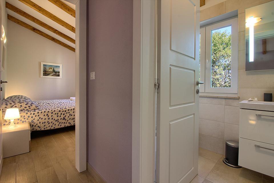 Ferienhaus Schöne Villa mit 2 privaten Pools, 6 Schlafzimmern, 6 Badezimmern, 2 km vom Strand entfern (2329516), Mugeba, , Istrien, Kroatien, Bild 26