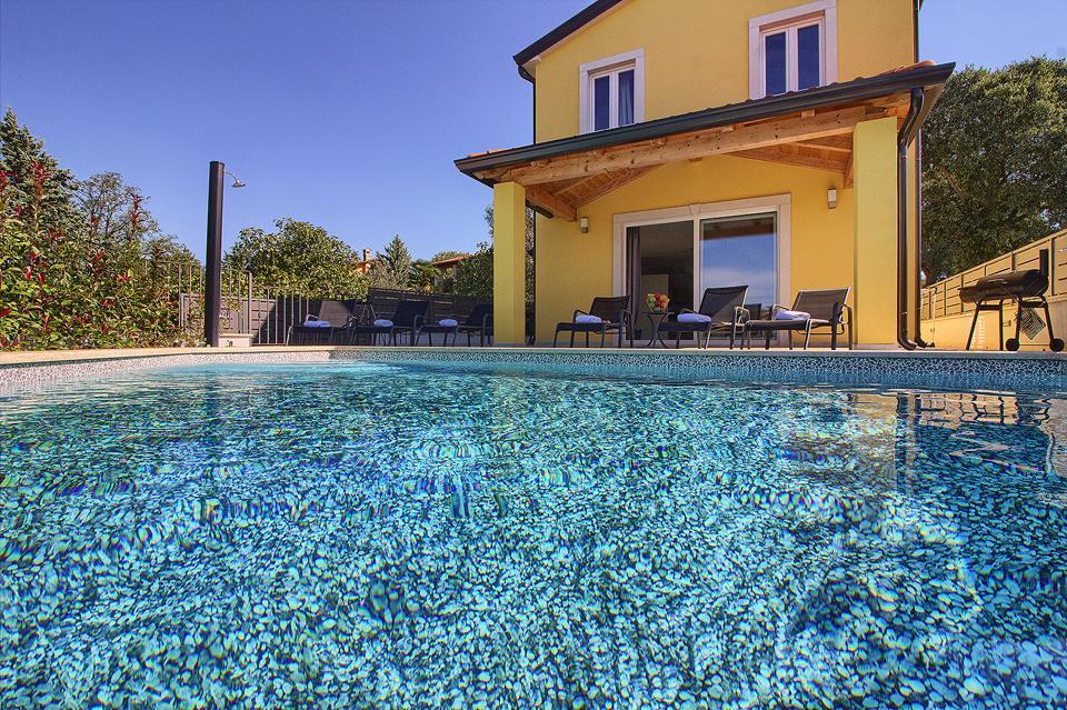 Ferienhaus Schöne Villa mit 2 privaten Pools, 6 Schlafzimmern, 6 Badezimmern, 2 km vom Strand entfern (2329516), Mugeba, , Istrien, Kroatien, Bild 2