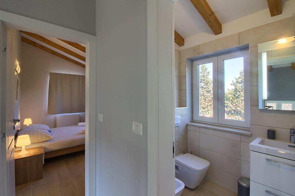 Ferienhaus Schöne Villa mit 2 privaten Pools, 6 Schlafzimmern, 6 Badezimmern, 2 km vom Strand entfern (2329516), Mugeba, , Istrien, Kroatien, Bild 44