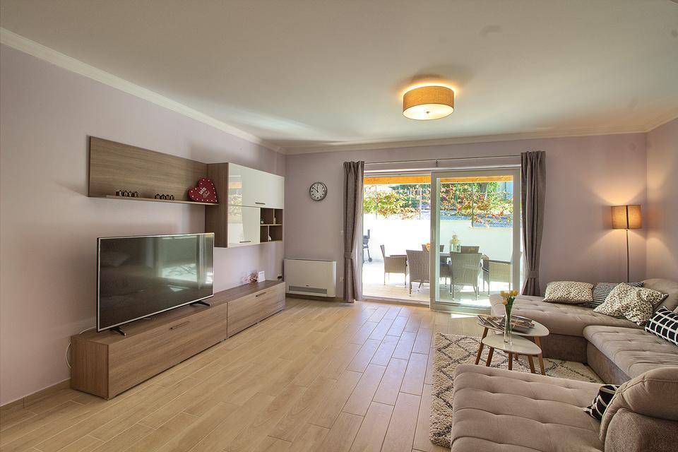 Ferienhaus Schöne Villa mit 2 privaten Pools, 6 Schlafzimmern, 6 Badezimmern, 2 km vom Strand entfern (2329516), Mugeba, , Istrien, Kroatien, Bild 29