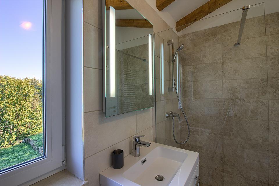 Ferienhaus Schöne Villa mit 2 privaten Pools, 6 Schlafzimmern, 6 Badezimmern, 2 km vom Strand entfern (2329516), Mugeba, , Istrien, Kroatien, Bild 46