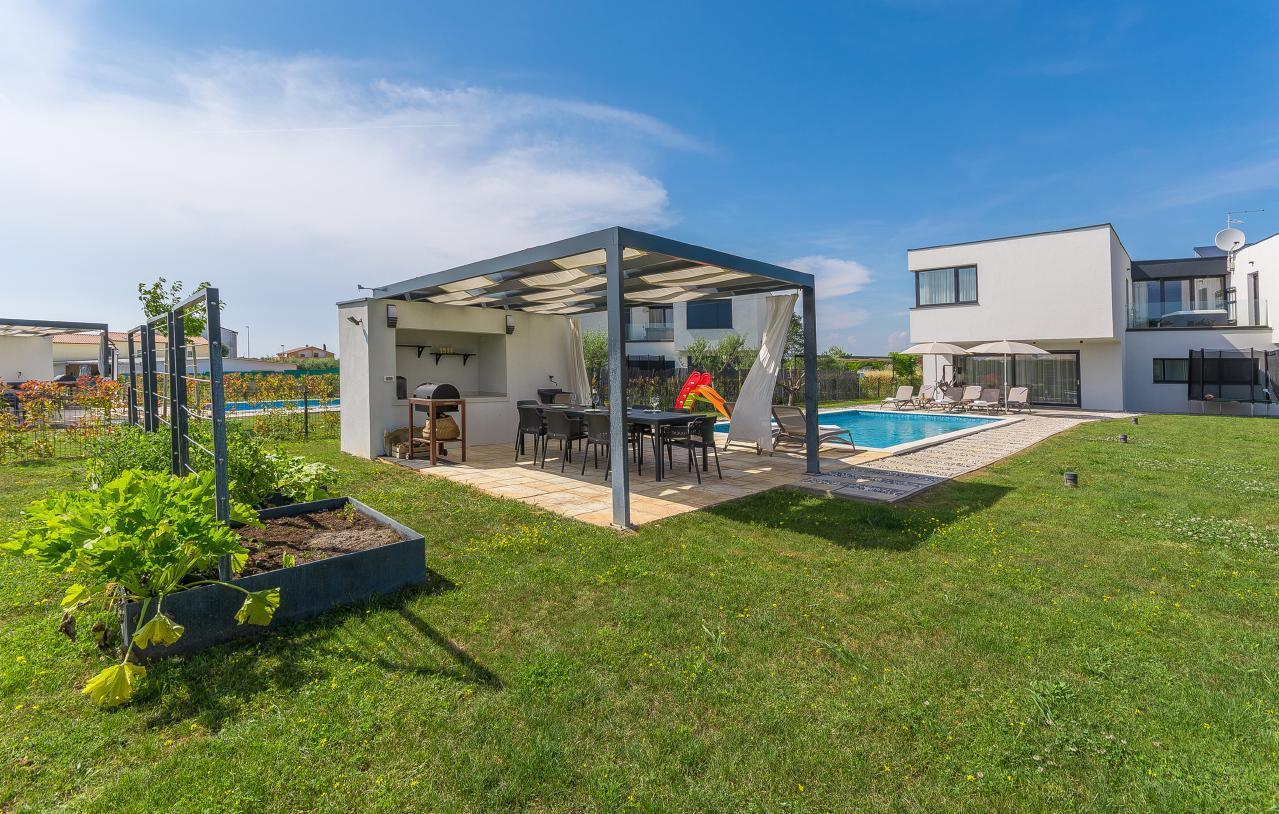 "Moderne ""Villa Petra"" bei Novigrad mit P Villa"