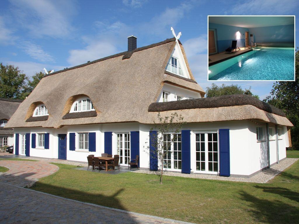 Luxus Reetdachvilla, nur 300 m zur Ostsee mit behe Ferienhaus in Deutschland