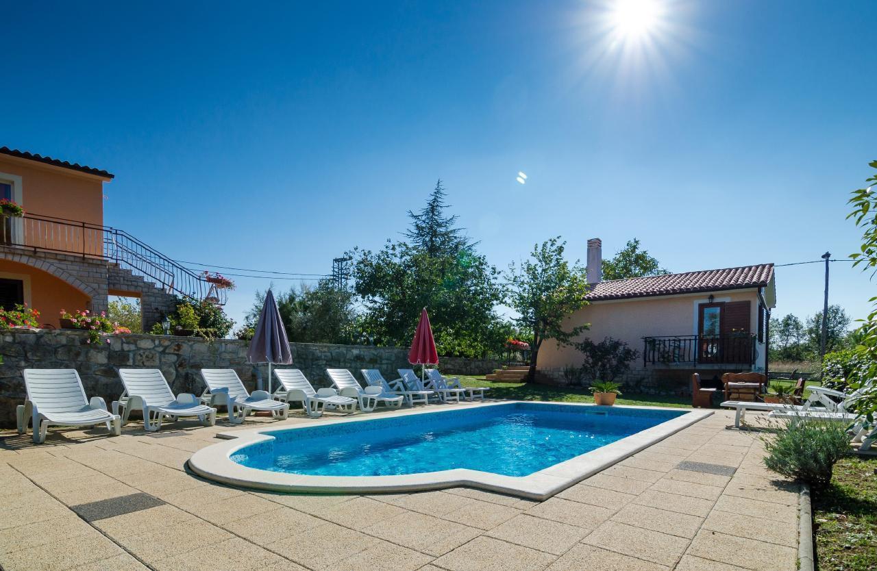 Haus Martina die grüne Oase mit Pool  Ferienhaus in Kroatien