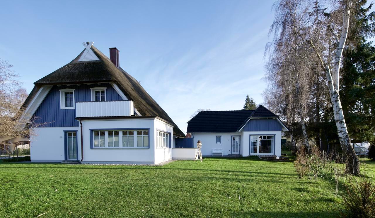 """Exklusives Reetdachhaus """"Haus Meerblau""""  Ferienhaus  Fischland Darß Zingst"""