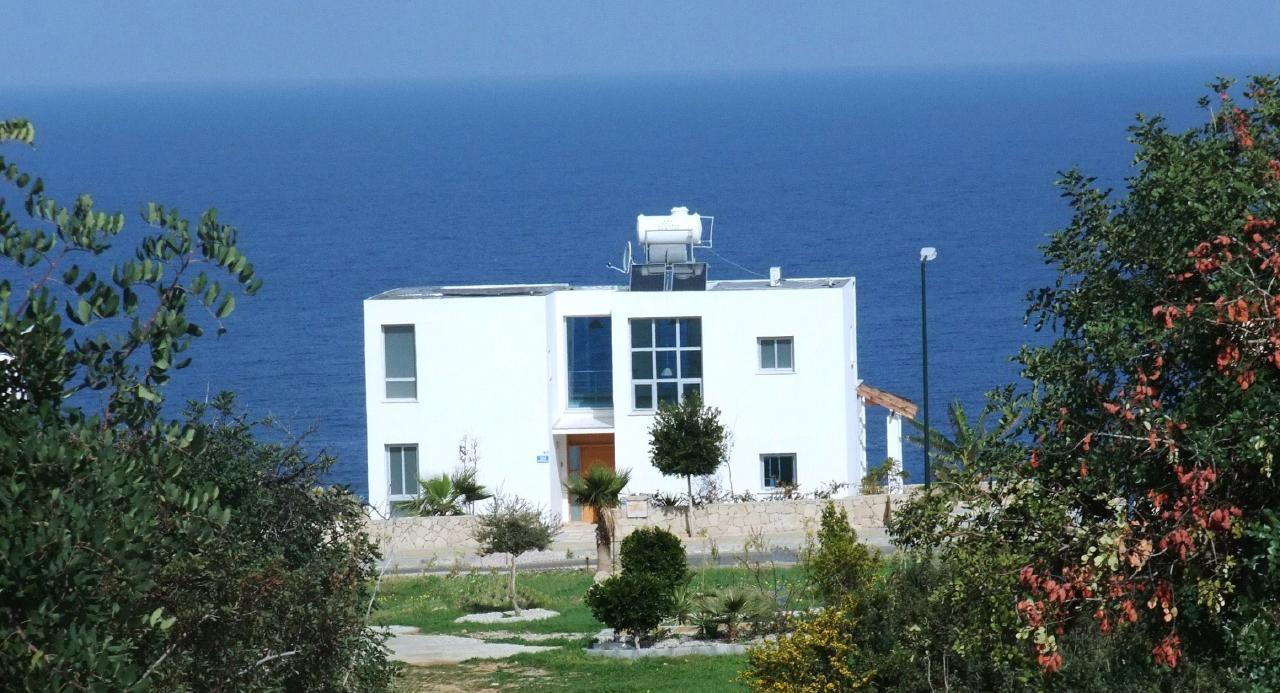 Blue  Horizon villa, for both Winter and summer sunshine. PRIVATE HEATED POOL,  Free WIFI, outstanding sea views and sunsets.