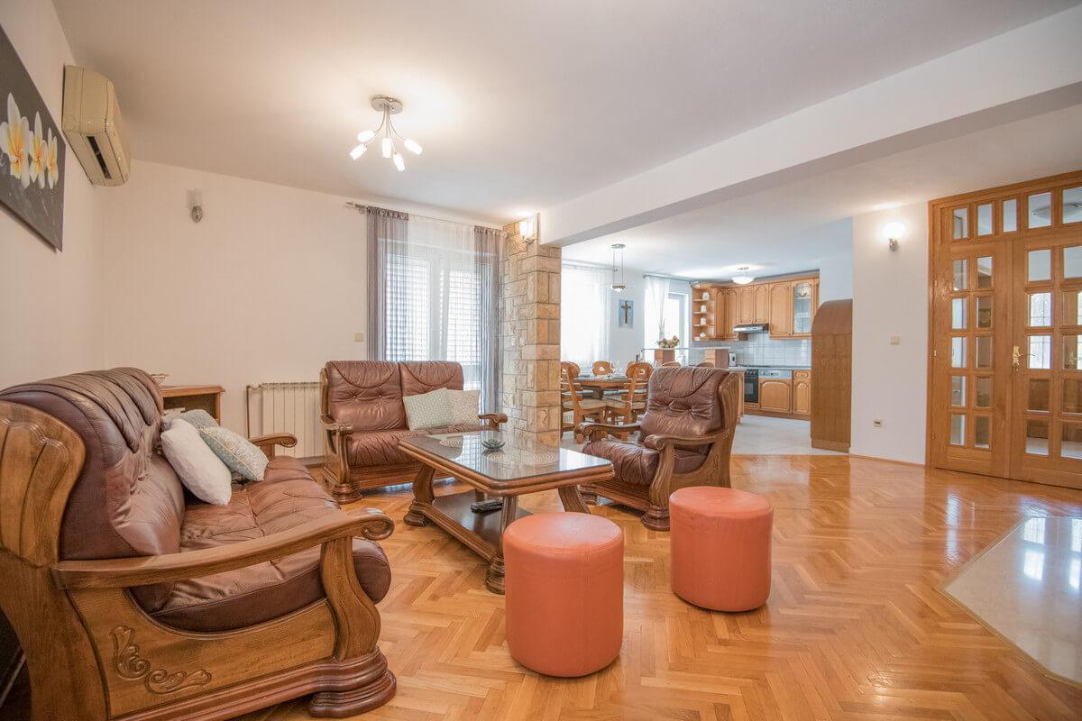 Ferienhaus Schönes Familienferienhaus mit Pool und Fitnessstudio in der Nähe von Makarska (2520570), Kamenmost, , Dalmatien, Kroatien, Bild 5