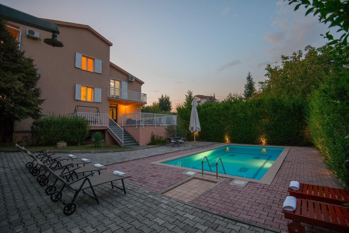 Ferienhaus Schönes Familienferienhaus mit Pool und Fitnessstudio in der Nähe von Makarska (2520570), Kamenmost, , Dalmatien, Kroatien, Bild 1