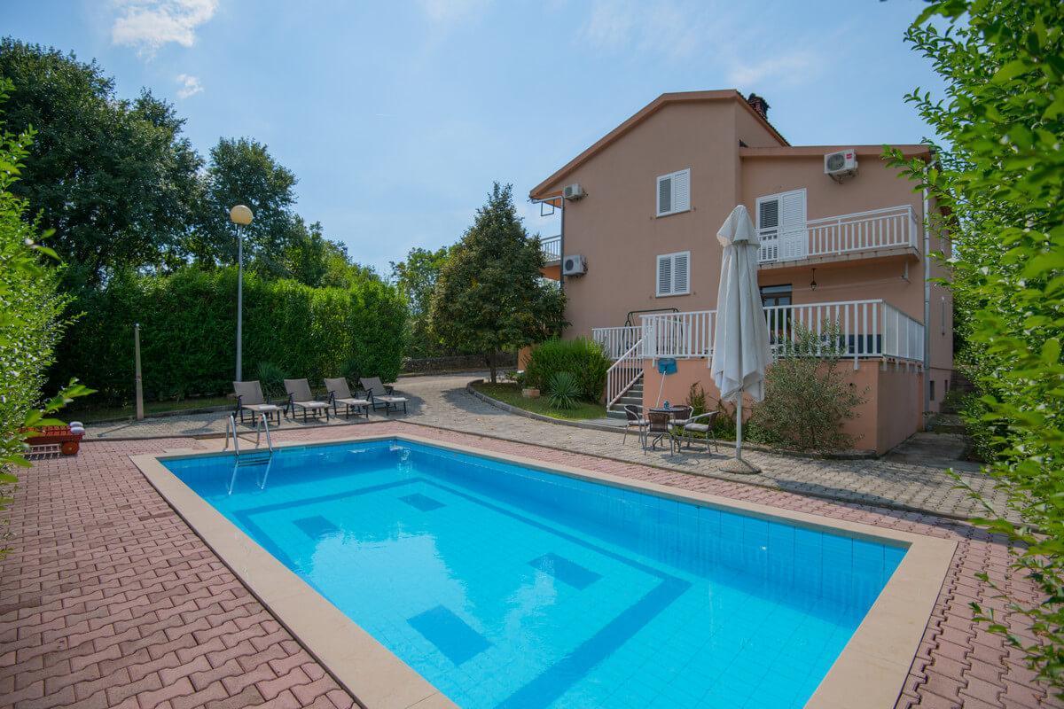 Ferienhaus Schönes Familienferienhaus mit Pool und Fitnessstudio in der Nähe von Makarska (2520570), Kamenmost, , Dalmatien, Kroatien, Bild 3