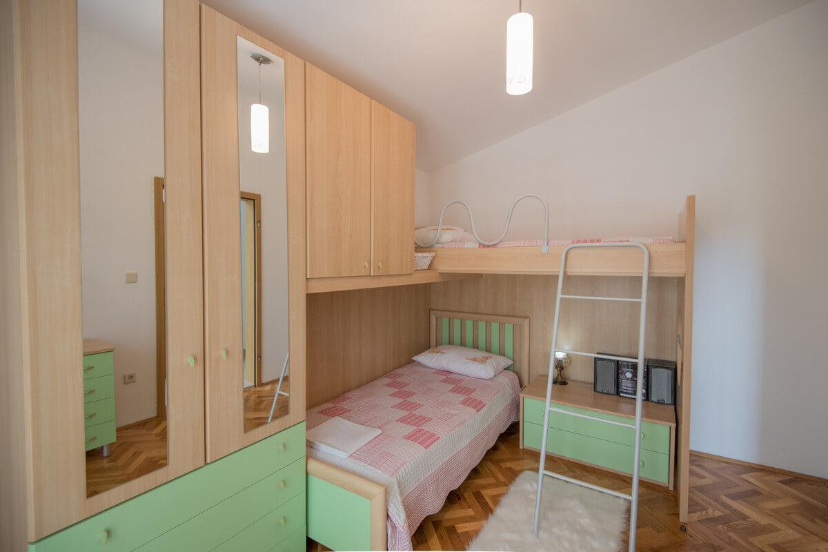 Ferienhaus Schönes Familienferienhaus mit Pool und Fitnessstudio in der Nähe von Makarska (2520570), Kamenmost, , Dalmatien, Kroatien, Bild 19