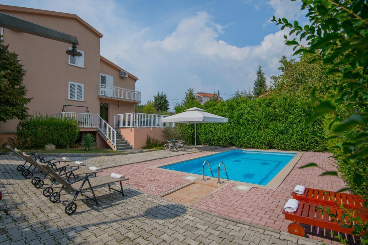 Ferienhaus Schönes Familienferienhaus mit Pool und Fitnessstudio in der Nähe von Makarska (2520570), Kamenmost, , Dalmatien, Kroatien, Bild 4