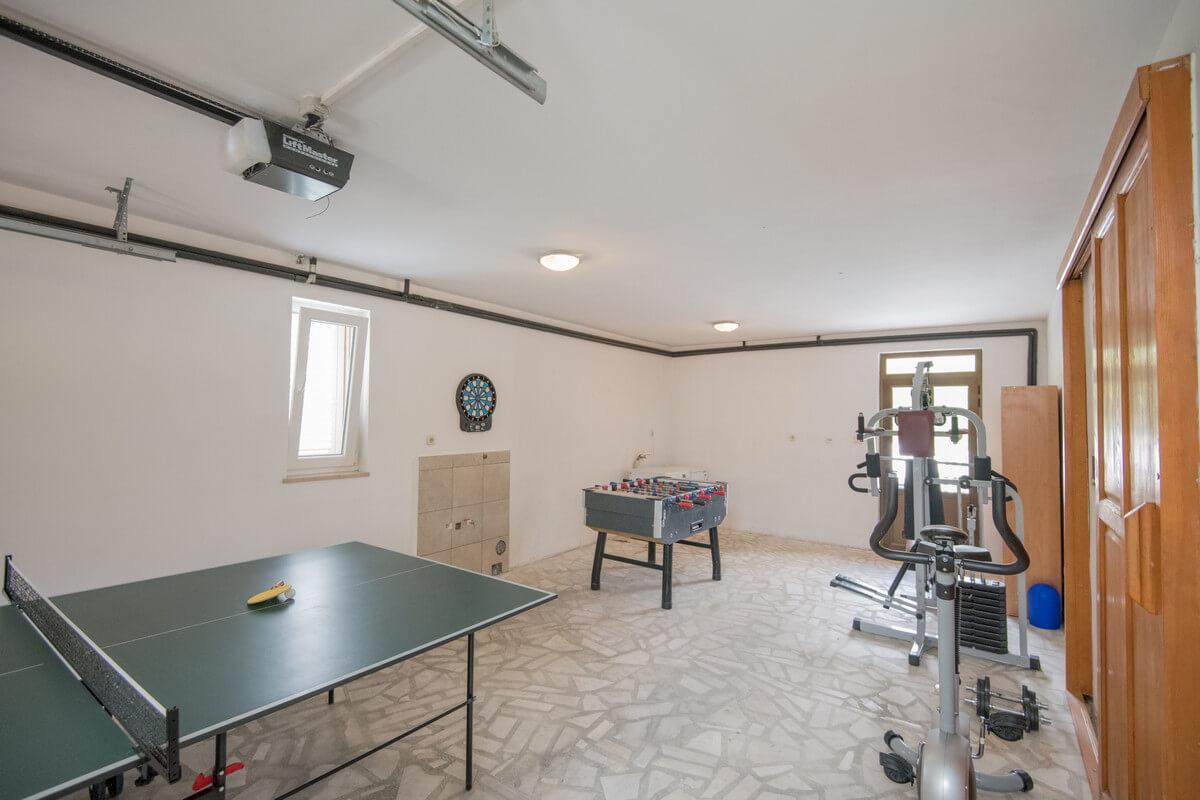 Ferienhaus Schönes Familienferienhaus mit Pool und Fitnessstudio in der Nähe von Makarska (2520570), Kamenmost, , Dalmatien, Kroatien, Bild 21