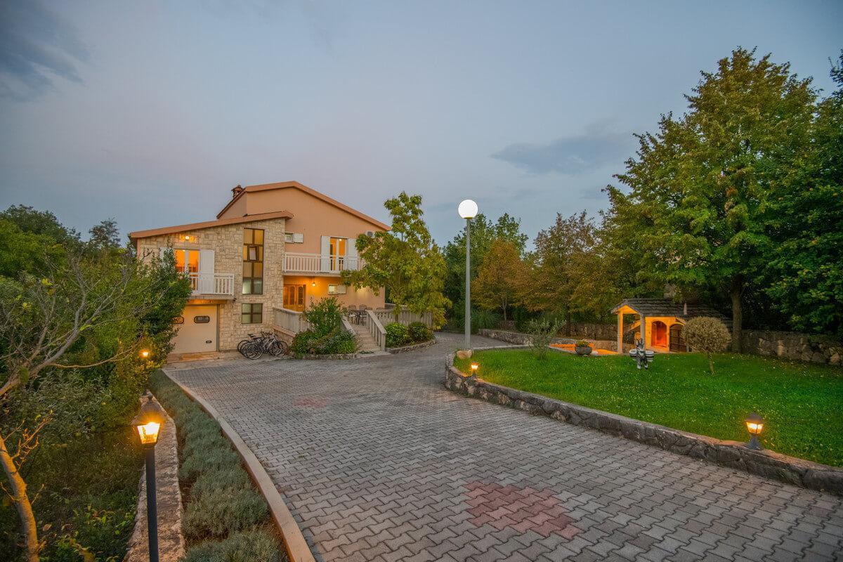 Ferienhaus Schönes Familienferienhaus mit Pool und Fitnessstudio in der Nähe von Makarska (2520570), Kamenmost, , Dalmatien, Kroatien, Bild 23