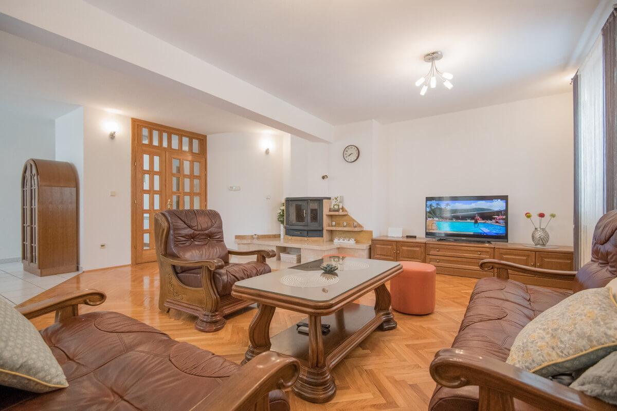 Ferienhaus Schönes Familienferienhaus mit Pool und Fitnessstudio in der Nähe von Makarska (2520570), Kamenmost, , Dalmatien, Kroatien, Bild 6