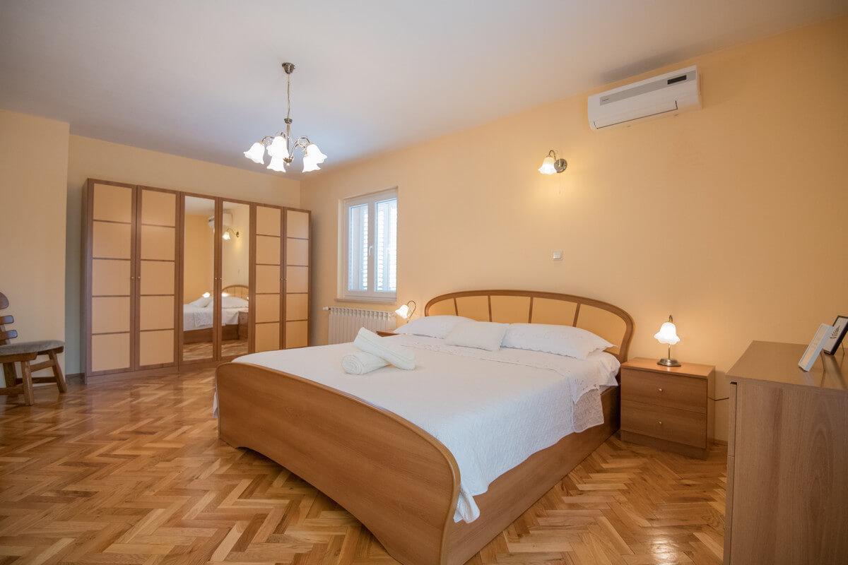 Ferienhaus Schönes Familienferienhaus mit Pool und Fitnessstudio in der Nähe von Makarska (2520570), Kamenmost, , Dalmatien, Kroatien, Bild 11