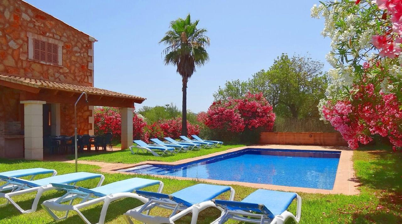 Finca Can Algarrobo Pool Landhaus im mallorquinischen Stil Ladestation E car