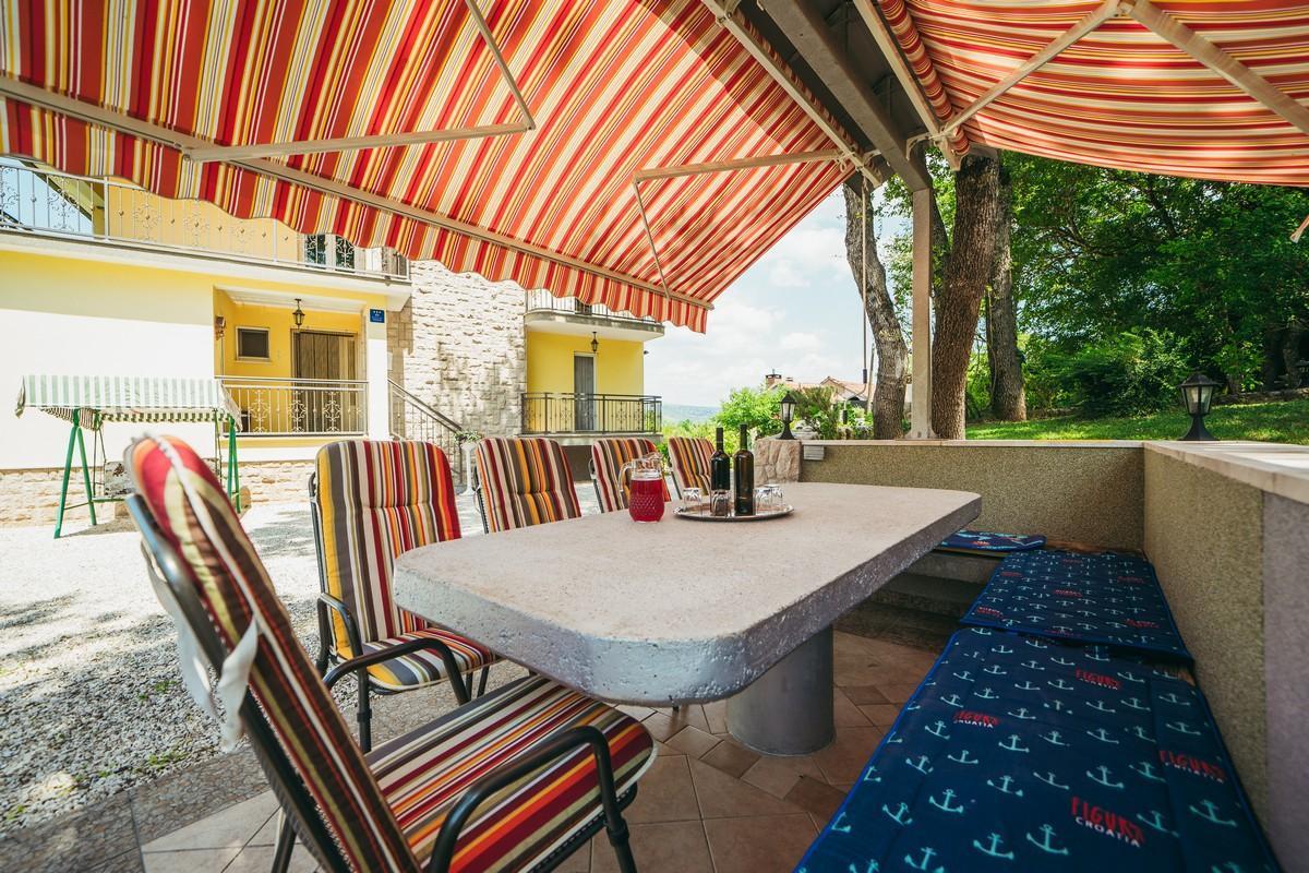 Ferienhaus Familienvilla mit XXL-Pool, Grill, Garten und Spielplatz ganz privat (2573498), Kamenmost, , Dalmatien, Kroatien, Bild 4