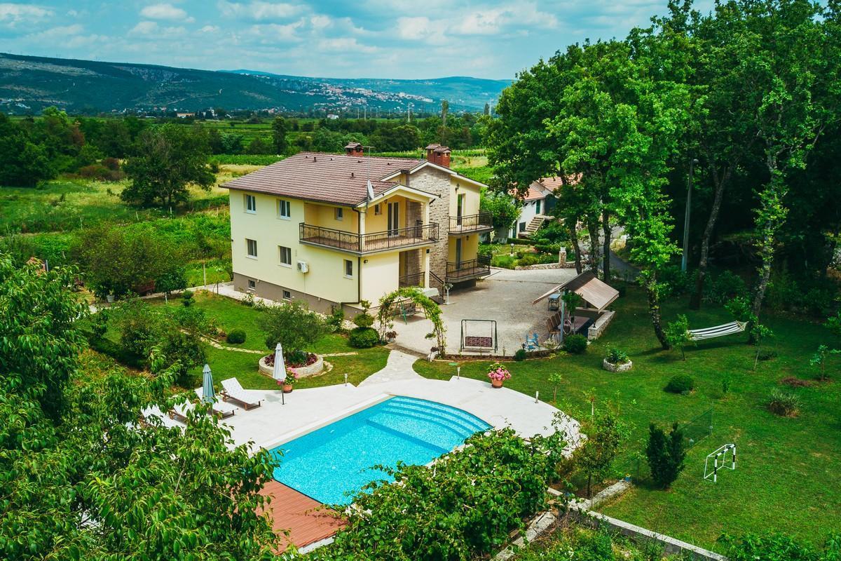 Ferienhaus Familienvilla mit XXL-Pool, Grill, Garten und Spielplatz ganz privat (2573498), Kamenmost, , Dalmatien, Kroatien, Bild 1
