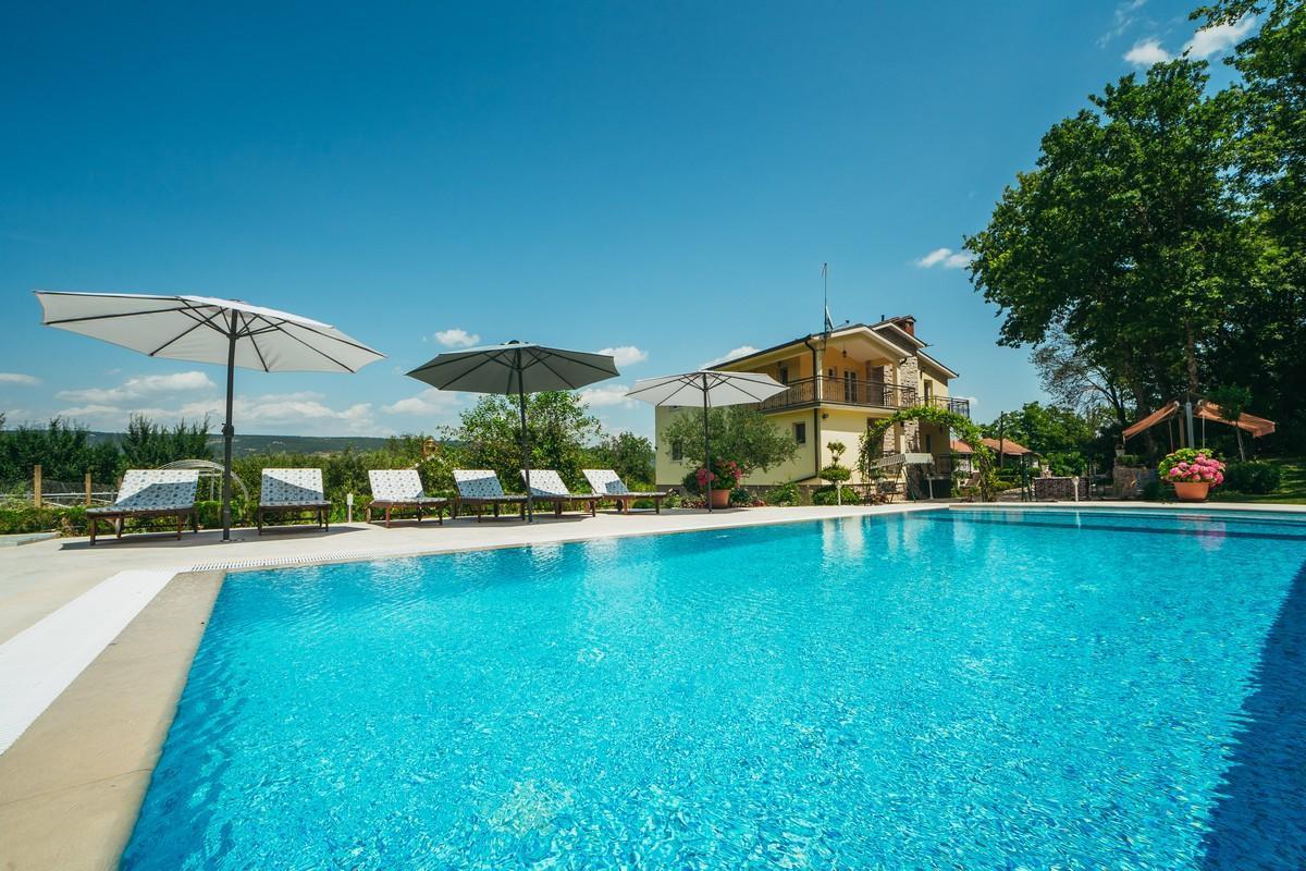 Ferienhaus Familienvilla mit XXL-Pool, Grill, Garten und Spielplatz ganz privat (2573498), Kamenmost, , Dalmatien, Kroatien, Bild 3