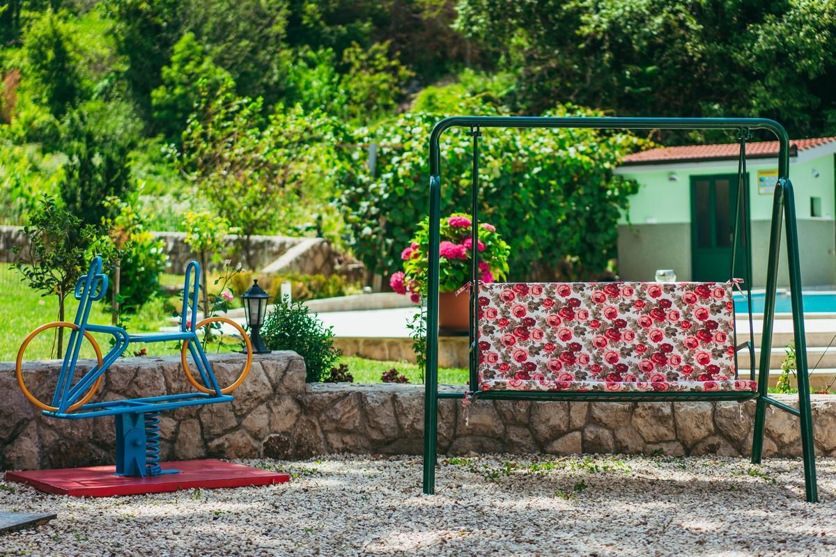 Ferienhaus Familienvilla mit XXL-Pool, Grill, Garten und Spielplatz ganz privat (2573498), Kamenmost, , Dalmatien, Kroatien, Bild 9