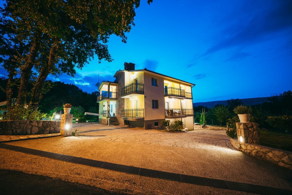 Ferienhaus Familienvilla mit XXL-Pool, Grill, Garten und Spielplatz ganz privat (2573498), Kamenmost, , Dalmatien, Kroatien, Bild 12