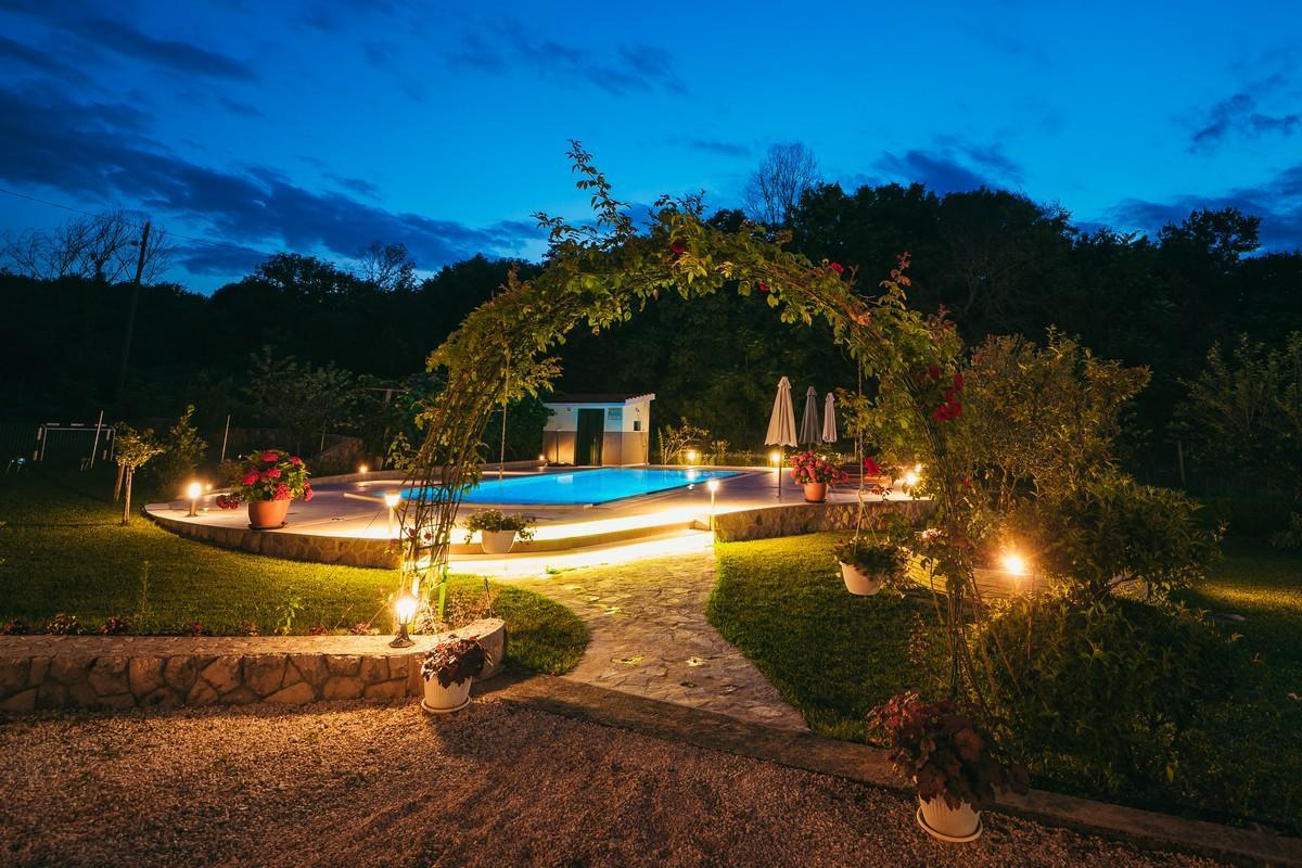 Ferienhaus Familienvilla mit XXL-Pool, Grill, Garten und Spielplatz ganz privat (2573498), Kamenmost, , Dalmatien, Kroatien, Bild 13