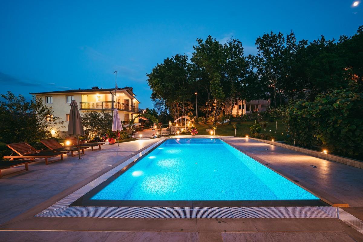Ferienhaus Familienvilla mit XXL-Pool, Grill, Garten und Spielplatz ganz privat (2573498), Kamenmost, , Dalmatien, Kroatien, Bild 16