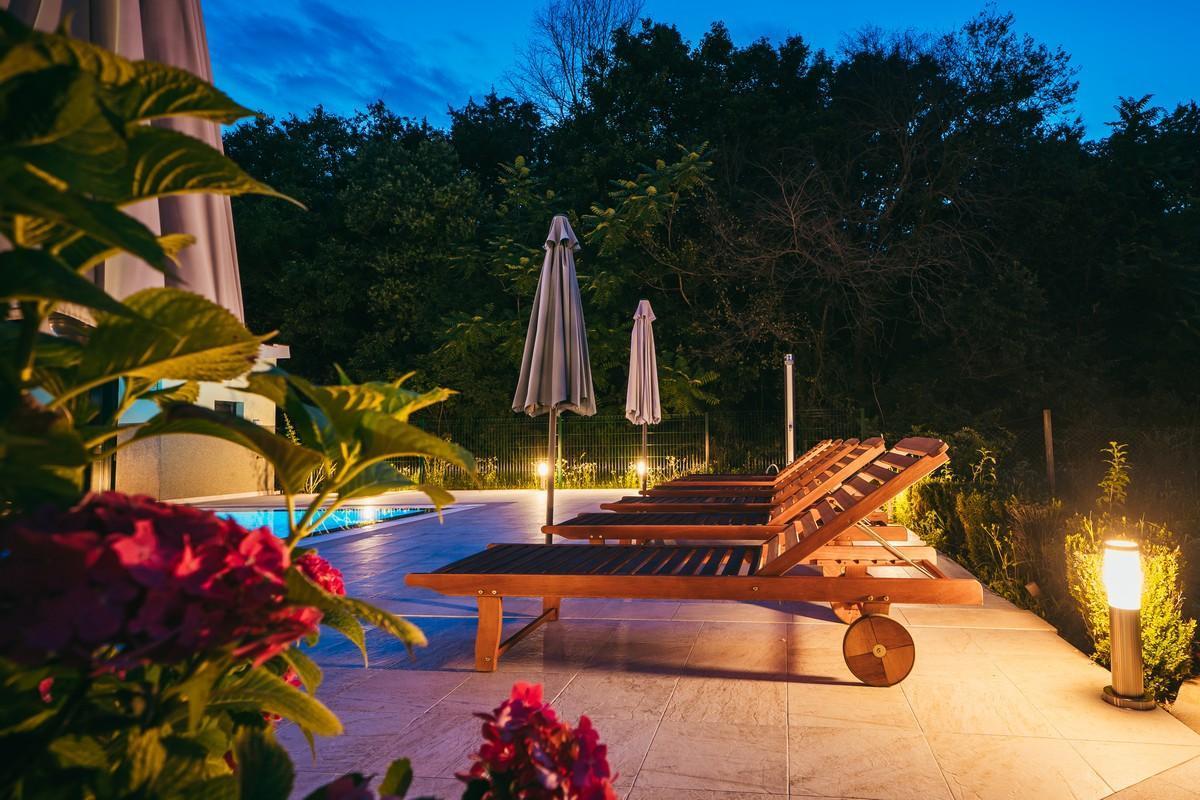Ferienhaus Familienvilla mit XXL-Pool, Grill, Garten und Spielplatz ganz privat (2573498), Kamenmost, , Dalmatien, Kroatien, Bild 17